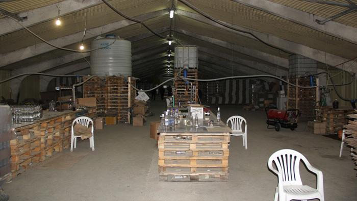 ВАдыгее пресекли деятельность подпольного цеха попроизводству поддельного алкоголя