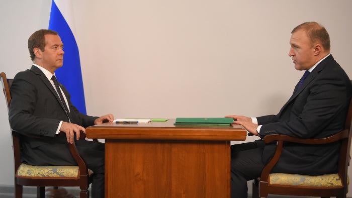 Д. Медведев обсудил сМуратом Кумпиловым вопросы ликвидации последствий майского паводка