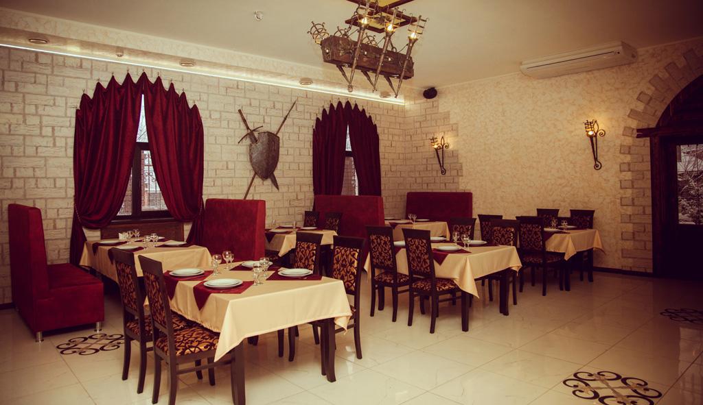 57d4bf0fa Ресторан «Камелот», оформленный в стиле средневекового замка, предлагает  своим посетителям вкуснейшие блюда русской, европейской, национальной  кухни, ...